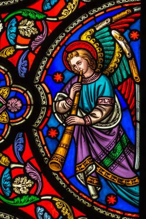 Foto de Stained Glass Window Of An Angel With A Trumpet - Imagen libre de derechos