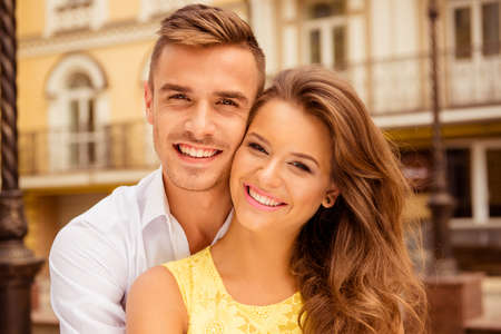 Photo pour Beautiful young couple in love hugging and smiling - image libre de droit