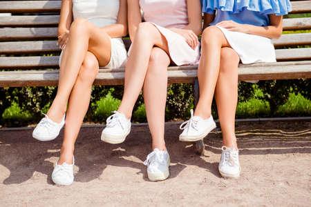 Photo pour Close up photo of sexy women's legs in white shoes - image libre de droit
