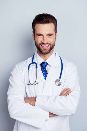 Foto de Vertical photo of cheerful smiling doc standing with crossed hands against gray background - Imagen libre de derechos