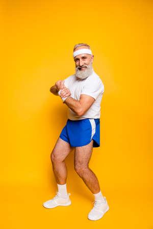Foto de Cheerful excited mature modern macho goofy cool competetive pensioner leader grandpa champion practising bodybuilding. Body care, weight loss, pride, strength, leadership, motivation, lifestyle - Imagen libre de derechos