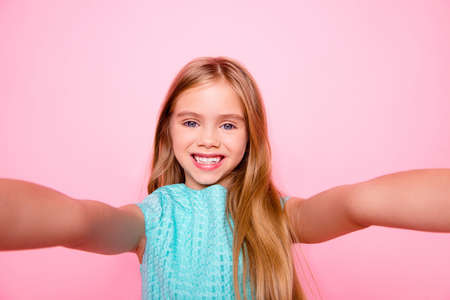 Photo pour Close up picture of dreamy cute lovely adorable with toothy smile little girl with blonde smooth long straight hair - image libre de droit