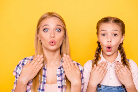 Photo pour Close up portrait of two pretty lovely cute excited glad rejoicing impressed beautiful girls with blowing lips big eyes isolated on bright background - image libre de droit