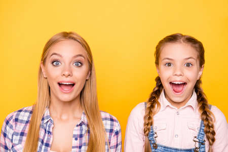 Photo pour Close up portrait of excited cheerful beautiful lovely cute stylish modern screaming shouting girls isolated on bright background - image libre de droit