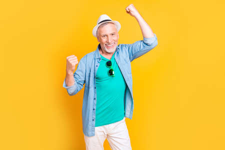 Photo pour Wow omg hooray yeah! Close up photo portrait of handsome bearded stubble bristle toothy beaming smile guy granddad grandpa dancing jumping screaming isolated on bright vivid background - image libre de droit