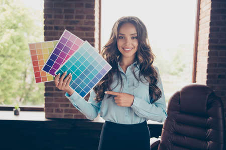 Foto de Close up photo beautiful she her business lady hold pallet different colors show pick shade tone approving good result quality stand office comfort chair wearing formal-wear suit - Imagen libre de derechos