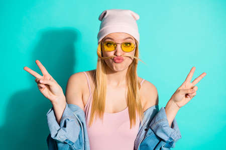 Foto de Portrait of nice-looking attractive lovely cute cheerful girlish girl wearing yellow eyewear having fun showing v-sign isolated on bright vivid shine blue green turquoise background - Imagen libre de derechos