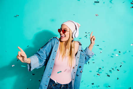 Foto de Portrait of nice charming cute attractive cheerful girl wearing sun eyeglasses eyewear rest relax mp3 sound stereo audio soul jazz pop isolated on bright vivid shine blue green turquoise background - Imagen libre de derechos
