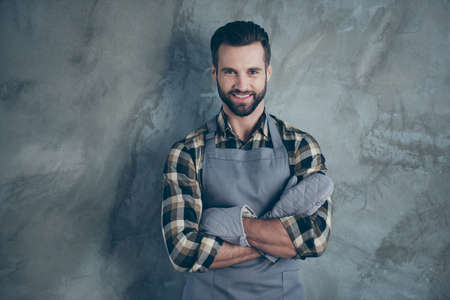 Foto de Photo of cheerful positive cook having fun rest after hard work day wearing gloves checkered shirt with toothy smile isolated grey wall concrete color background - Imagen libre de derechos