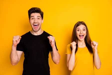 Foto de Photo of cheerful positive excited cute funny couple rejoicing about victorious event screaming shouting in black t-shirt isolated bright shiny color background - Imagen libre de derechos