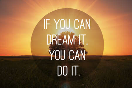 Foto de Motivational quote to make dreams came true on magical sunset with tree background - Imagen libre de derechos