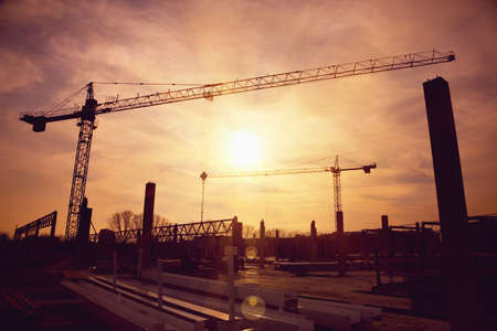 Foto de tower cranes at construction site - Imagen libre de derechos