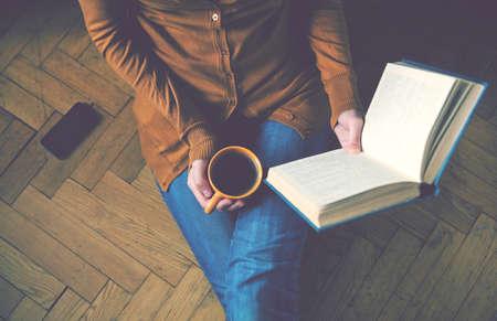 Foto de girl reading book and drinking fresh coffee - Imagen libre de derechos