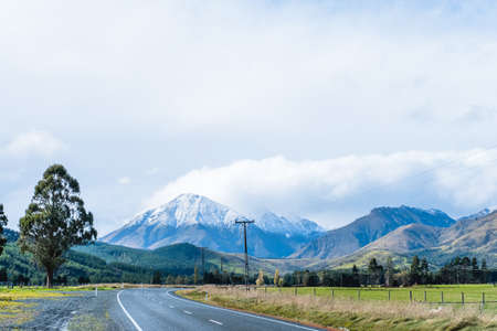 Photo pour A road to the snow mountain. Fiordland, New Zealand. - image libre de droit