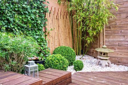 Foto de Modern terrace  and garden - Imagen libre de derechos