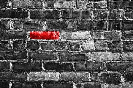Foto de Red brick in a black and white wall - Imagen libre de derechos