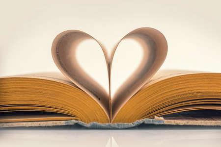 Photo pour Heart book, vintage sepia process - image libre de droit
