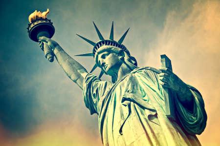 Foto de Close up of the statue of liberty, New York City, vintage process - Imagen libre de derechos