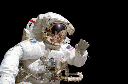 Photo pour Close up of an astronaut isolated on black background - image libre de droit