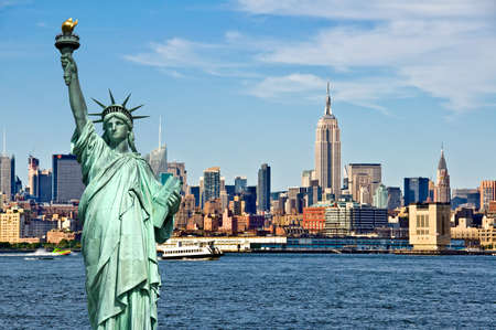 Photo pour New York skyline and the Statue of Liberty, New York City collage, travel and tourism postcard concept, USA - image libre de droit