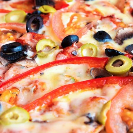 Foto de Vegetarian pizza. Baked vegetables with mushrooms and olives. - Imagen libre de derechos