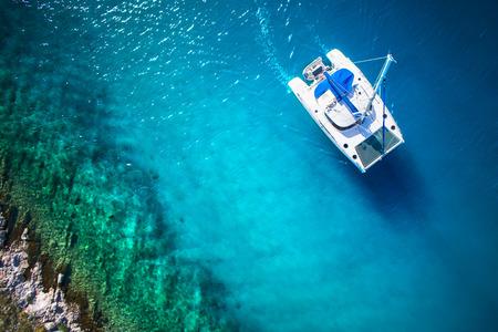 Foto de Amazing view to Yacht sailing in open sea at windy day. Drone view - birds eye angle - Imagen libre de derechos