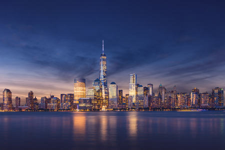 Photo pour New York City - Manhattan after sunset - beautiful cityscape - image libre de droit
