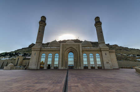 Foto de The Bibi-Heybat Mosque is a historical mosque in Baku, Azerbaijan. The existing structure, built in the 1990s, is a recreation of the mosque with the same name built in the 13th century. - Imagen libre de derechos