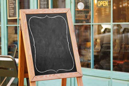Foto de Empty black board ( cafe menu board) - Imagen libre de derechos