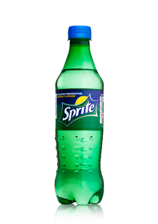 Foto de LONDON, UK - APRIL 12, 2017: Bottle of Sprite drink isolated on white background. Sprite is lemon-like flavored soft drink produced by Coca-Cola Company. - Imagen libre de derechos