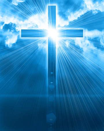 Photo pour glowing cross in sky - image libre de droit