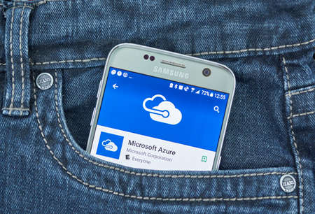 Foto de MONTREAL, CANADA - SEPTEMBER 8, 2018: Microsoft Azure app. Microsoft Azure is a cloud computing service created by Microsoft for building, testing, deploying, and managing applications and services - Imagen libre de derechos