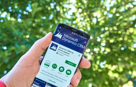 Photo pour MONTREAL, CANADA - August 28, 2018: Microsoft Dynamics CRM android app on Samsung s8 screen. - image libre de droit