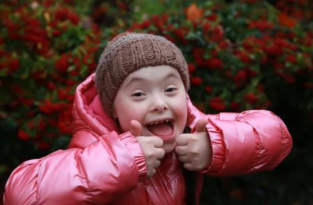 Foto de Portrait of beautiful young happy girl - Imagen libre de derechos