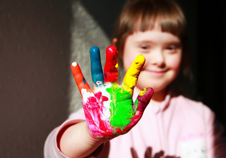 Foto de Cute little girl with painted hands - Imagen libre de derechos