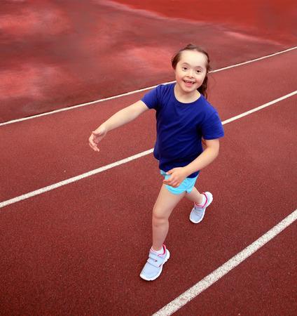 Foto de Little girl have fun on the stadium - Imagen libre de derechos