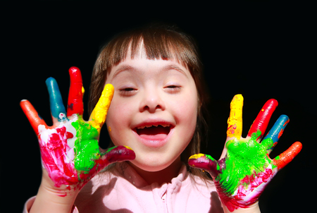 Foto de Cute little girl with painted hands. - Imagen libre de derechos