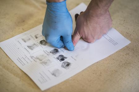 Photo pour The process of getting samples of fingerprints hands for further study. Ukraine - image libre de droit