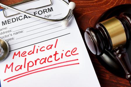 Foto de Medical form with words Medical Malpractice and gavel. - Imagen libre de derechos