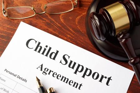 Photo pour Child support agreement on an office table. - image libre de droit