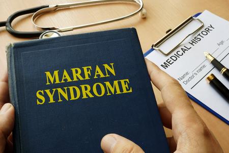 Foto de Book with title Marfan Syndrome on a table. - Imagen libre de derechos