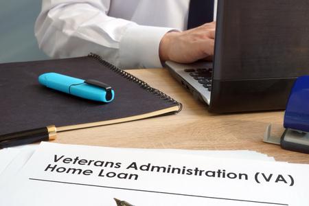 Photo pour Veterans Administration (VA) Home Loan application form. - image libre de droit