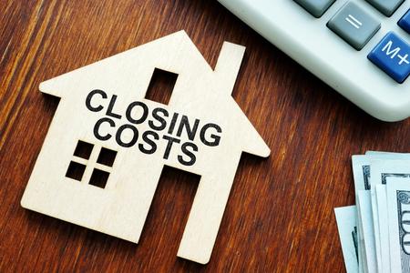 Photo pour Closing costs. Model of house and money. - image libre de droit