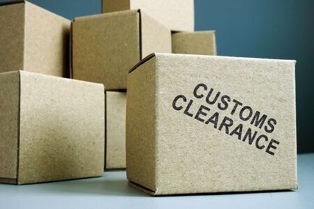 Photo pour Customs clearance stamp on a side of box. - image libre de droit