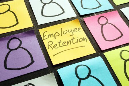 Foto de Employee retention sign and figurines on the memo sticks. - Imagen libre de derechos