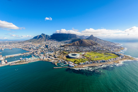 Foto de Aerial view of Cape Town, South Africa on a sunny afternoon. Photo taken from a helicopter during air tour of Cape Town - Imagen libre de derechos