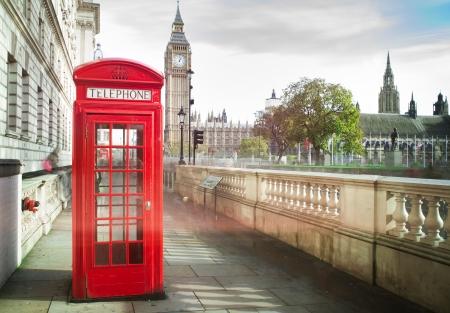 Photo pour Big ben and red phone cabine in London - image libre de droit