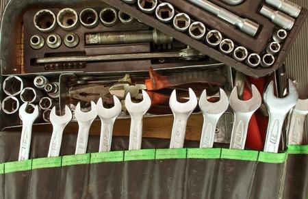 Photo pour Many dirty set of hand tools on a vintage background - image libre de droit