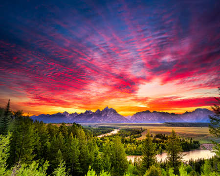 Photo pour Colorful sunset at Snake River Overlook in Grand Teton National Park, WY - image libre de droit