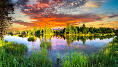 Photo pour Early morning panoramic view of the Snake River and Tetons  in Wyoming - image libre de droit